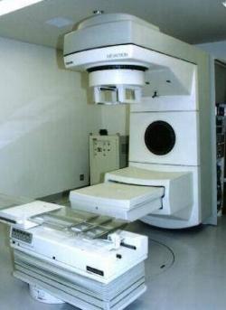 手術がむずかしい部位や危険性が伴う部位には放射線療法が治療の選択肢となります。
